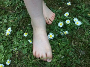 Set your feet free and be tickled by a daisy